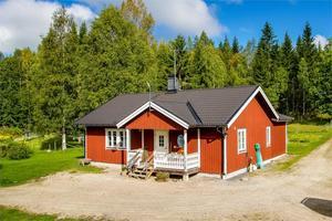 På plats tio på Hemnets Klicktoppen, för vecka 10, hittar vi denna villa i Hörknen, Ludvika kommun. Foto: Fastighetsbyrån Ludvika