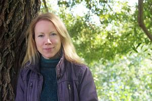 Åsa Larsson, även kallad Resmiranda, uppträder på Bergs kvarncafé i Torsåker.