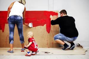 Både stora och små spelare var ivriga att måla.