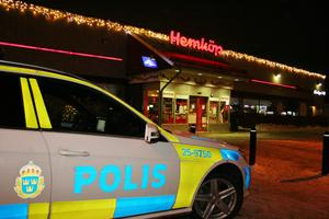 Den 20 december i fjol blev en ung man knivhuggen utanför Hemköp i Hedemora. Nu döms en annan ung man till ett års fängelse för grov misshandel. Foto: Torbjörn Wåhlin