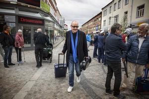Nils Landgren anlände med tåg och passerade blåsorkestern på gågatan.