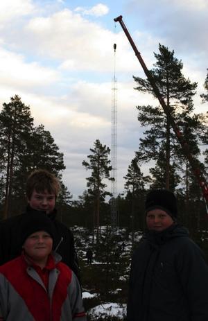 Martin Wallström, Egon Kardell och Viktor Wallström var intresserade av provmastsresningen.