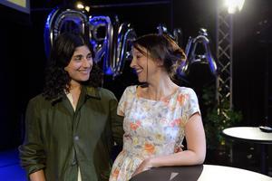 Dimen Abdulla (till vänster) är en av de dramatiker som engagerats för att förnya Sveriges Radio Drama som leds av Malin Axelsson.