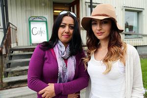 Konstnären Rola Hamaza och konditorn Rori Maruukaj framför kafélokalen, som senast är känd under namnet