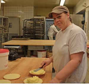 Konditorn Maria Sundberg är en av de tre anställda som berörs av föräljningen.