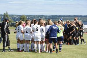 Stor besvikelse för SDFFs flickor 14-15 efter förlust i straffar mot Njurunda IK i kvartsfinalen.