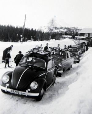 Tävlingarna var en folkfest och här samlades skidintresserade från hela länet. Här en bild från 1957.