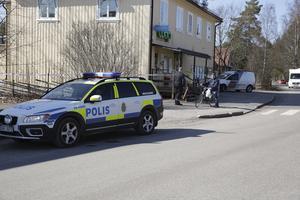 Rånet orsakade viss uppståndelse i Nyhammar och en utkommenderas Securitasvakt informerade förbipasserande om vad som hänt.