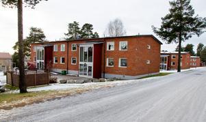 Tre av hyreshusen ligger på Rörvägen i Tallnäs.