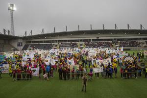 Årets alla GD/GIF-bidrag uppställda på Gavlevallens fotbollsplan.