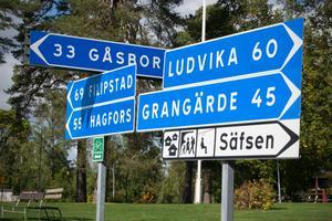 Fredriksberg är beläget i den västra delen av Ludvika kommun, i sydvästra Dalarna.