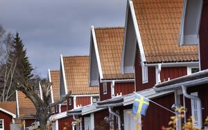 I Håsta by är alla husen röda och där skulle det vara svårt att till exempel få måla om till gult.