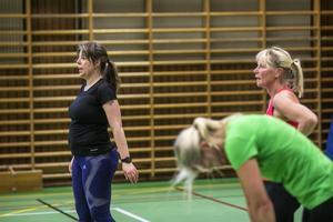 Annelie Olausson till vänster är ledare för Krokomsgymnasterna och har egna gymnastikpass under veckorna.