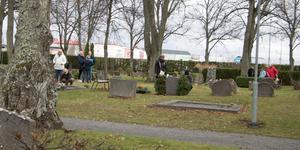 Under hela dagen vandrade Norrtäljebor till nya kyrkogården, som invigdes för 130 år sedan, för att hedra sina nära och kära.