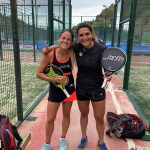 Här tillsammans med spanjorskan Mari Carmen Villalba, rankad 22 i världen, på träningslägret på Marbella. Foto: Privat