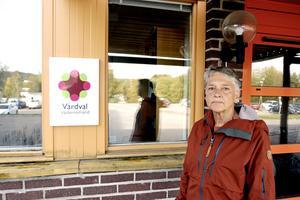 Före detta distriktssköterskan Eva Rudström tycker det är ett stort svek från regionpolitikerna om man lägger ner Hälsocentralen Nacksta.
