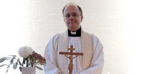 Matts Sandström är född i Haninge och uppvuxen i Bålsta. Närmast kommer han från en tjänst i Mora.