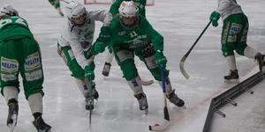 VSK har dragit ned träningsgruppen för att få ännu bättre tempo. Under säsongen har elitserie- och allsvenska laget tränat ihop, men inte nu.