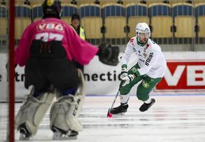 Christoffer Fagerström är en av flera stjärnor som lämnat Hammarby under våren. Efter vinterns nya krisrubriker är det slut med heltidsproffs i klubben. Bild: Adam Ihse (TT)