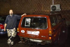 Jimmy Forsell rustar upp Volvo 245 som var med i kultfilmen Vi hade i alla fall tur med vädret.