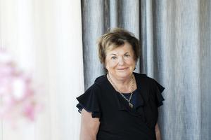 Viveca Lärn skriver om sin egen uppväxt. Foto: Emelie Asplund