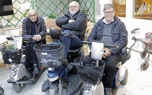Gör om och gör rätt, kära kommun, att bara sätta upp en lapp om att en viktig mötesplats ska stänga ter sig närmast som ett skämt, dundrade Bengt Svankvist, Nils-Gunnar Käck och Rune Olofsson om Åsens café.