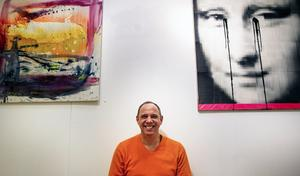 Alex Oberhoff visar även målningar och verk i blandteknik.