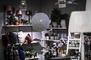 Carina Steggo Uddh berättar att hon har försökt att ha ett sådant brett sortiment som möjligt i butiken.