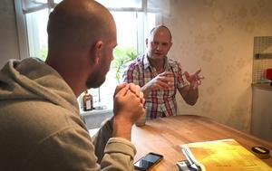 Ola Fredricson i stor intervju med Bandypuls Rikard Bäckman i Sandviken. Bild: Pontus Karsbo