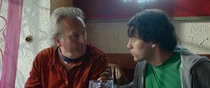 Samspelet mellan Philip Zandén och Simon Settergren är filmens stora behållning. Pressbild. Foto: Folkets Bio