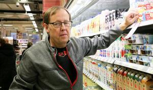Under hösten har Ica-handlaren Ulf Danielsson, haft upprepade besök av gäng som gått in och stulit och stökat.