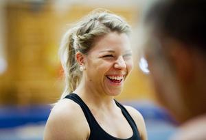 Lovande veteran. I många andra sporter vore Örebrotjejen Viktoria Larsson, 21, novis. Men genom truppgymnastiken har hon redan två EM-medaljer i ryggsäcken.