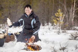 Det är skönt att dra iväg ut i naturen och göra upp eld, laga kolbulle eller grilla en fläskbit, dricka kaffe och bara vara, säger Lotta Eriksson