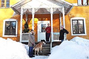 Birgitta Kjellberg, Helena Eriksson och Kelly Jansson Bellander på Skolvägen är oroade att Johan Stendahl ska komma tillbaka till Tobo.