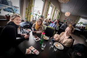 Sarah Berg, Elisabet Aagård och Minna Sjöberg köpte inga kläder och skor förra året. Undantaget var löparskor och bikini för att kunna hålla sig aktiva.