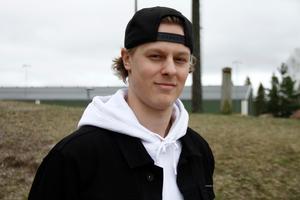 Adam Boqvist lämnade Brynäs i somras. Nu finns han med i JVM-laget.