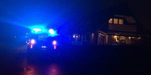 En spis började brinna i en villa på Spisringsgatan på Skälby på fredagskvällen.