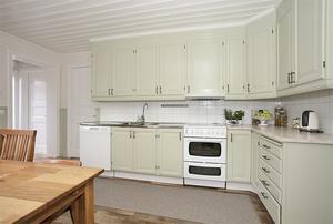Kök med köksinredning från Vansbro snickeri. Foto: Therese Sätterlund
