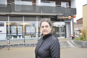 Lotta Larsson var säker på att rånaren med det avsågade hagelgeväret skulle döda henne.