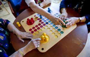 Ett parti Fia med knuff ger ett aktivt seniorliv med social samvaro. Foto: Jessica Gow/TT