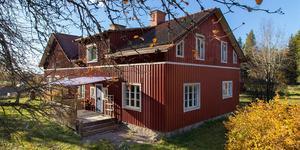 En gammal skolfastighet i Kanikebo är till salu för 775 000 kronor. Foto: Fastighetsbyrån