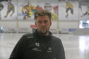 Ett gäng legendarer i bakgrunden. Robin Folkesson tänker ta ÖSK tillbaka till framtiden.