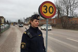 Salas nya kommunpolis sedan oktober, Ann-Kristin Beutler, noterade vid kontrollen att polisen stoppade många bilister som var helt omedvetna om att hastigheten begränsats till 30.