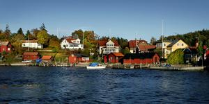 Många rospiggar fick känna av nackdelarna med fastighetsskatten. Samma nackdelar finns i alla nya förslag till fastighetsskatt: de är rena skrivbordsprodukter som struntar i att det till exempel inte bara är rika personer som äger hus i den svenska skärgården.