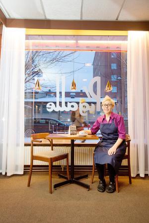 Patricia tycker att inredningen är stilren och hör till Pigalles själ. Dessutom har 1950- och 60-talet blivit trendigt.