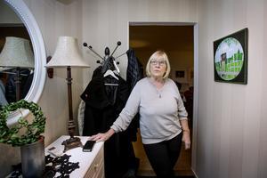 Kerstin Bjelkmar varnar för misstänkta bedragare som ringer upp från okända 070-nummer.