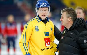 Daniel Berlin med svenska landslagets överledare Lasse Wennerholm.