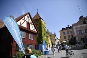 Folkvimmel i Visby under  Almedalsveckans första dag. Foto: Henrik Montgomery / TT.