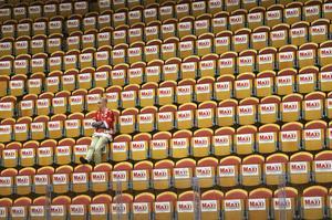 Från ett fullsatt NHK arena under matchen till ett tomt sådant.