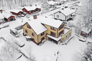 Denna villa på 264 kvadratmeter i Hosjö, Falu kommun, kom på sjunde plats på Dalarnas Klicktoppen på Hemnet, för förra veckan. Foto: Therese Zetterström